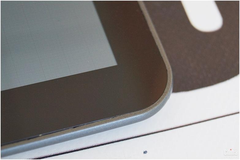 Зазор между экраном и корпусом
