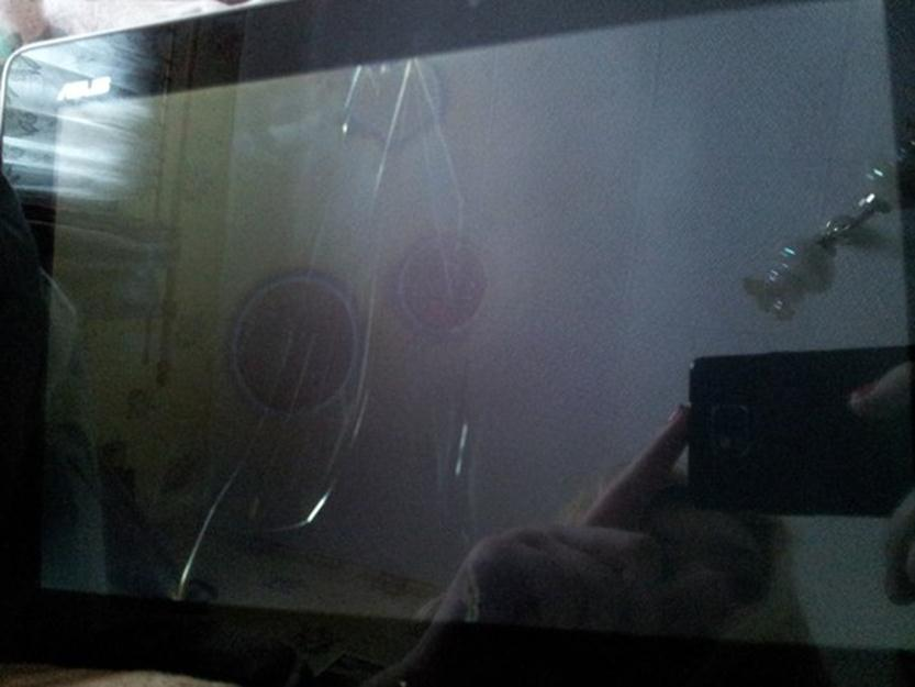 Сломанный экран планшета
